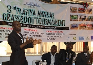 Ex-Nationalspieler Taribo West beim Vorbereitungsseminar des 3rd PLAY!YA Annual Grassroot Tournament in Lagos. Copyright: PLAY!YA